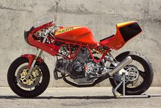 Ducati 900 SS, hiervan stroomt het kwijl toch nog even uit m'n mondhoekjes hoor...