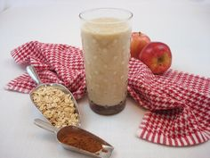 Apple 'N Oats Smoothie Recipe 2 apples, peeled, cored, cubed cup rolled oats 1 cup rice milk 1 teaspoon honey or agave teaspoon cinnamon Soak oats in rice milk for 5 minutes. Combine all ingredients in blender. Blend on LOW until well blended. Ninja Smoothie Recipes, Vegetable Smoothie Recipes, Breakfast Smoothie Recipes, Drink Recipes, Mixed Fruit Smoothie, Smoothie Without Banana, Carrot Smoothie, Oat Smoothie, Weights