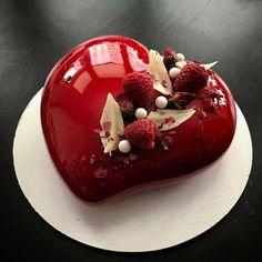 54 New Ideas Birthday Cake White Chocolate Desserts Beautiful Desserts, Beautiful Cakes, Amazing Cakes, Chocolate Strawberry Desserts, Cake Chocolate, Strawberry Sweets, Strawberry Glaze, Beaux Desserts, Mirror Glaze Cake