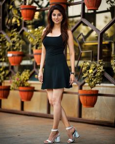 8 Casual Outfits You Should Wear To Look Younger - The Finest Feed Stylish Girls Photos, Girl Photos, Model Photos, Girl Fashion, Fashion Outfits, Cute Girl Poses, Indian Models, How To Pose, Silhouette