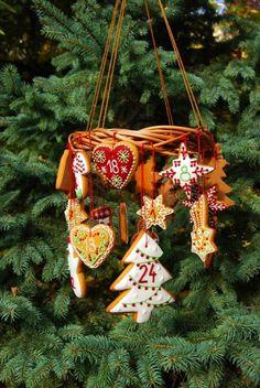 Mézeskalács adventi naptár - Kifőztük, online gasztromagazin Advent, Christmas Ornaments, Holiday Decor, Home Decor, Decoration Home, Room Decor, Christmas Jewelry, Christmas Decorations, Home Interior Design
