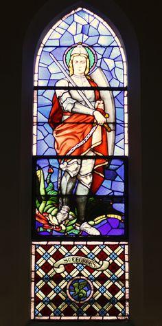 Bleiglasfenster in der Kirche Saint-Hippolyte in Paris (13. Arrondissement), hl. Georg, Lux Fournier (Tours)