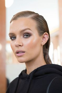 For the makeup, artist Tom Pecheux used shades of sienna and taupe to sculpt the cheeks and eyes. Hairstylist Sam McKnight went for the wet look with slicked back hair deeply parted to the side.