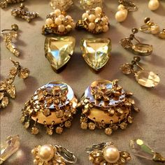 Vintage Jewelry Collection, 23 pieces 17 Pairs of C/O Earring & Screw Back Earrings, 1 Pair of shoe clips, 3 Rhinestone Tennis Style Bracelets, 1 additional 3 Channel Bracelet, 1 Rhinestone Necklace.❤️ great condition. Some marked Jewelry
