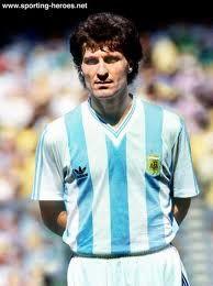 Oscar Ruggeri (Argentina) - R. Plate / R.Madrid Football Soccer, Football Players, Rugby, Argentina Football Team, Diego Armando, Fifa, International Football, Old Glory, All Star
