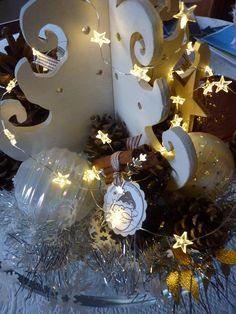 sapin-allume Christmas Lights, Christmas Wreaths, Display, Holiday Decor, Home Decor, Fir Tree, Christmas Fairy Lights, Floor Space, Decoration Home
