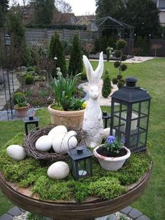Enchanting Easter Outdoor Decoration Ideas To Refresh Your Everyday Spirit - Easter is just around the corner and obviously you all must be looking for some great Easter Ideas. Easter ideas for indoor and outdoor decorations ca. Deco Floral, Arte Floral, Garden Whimsy, Garden Art, Hoppy Easter, Easter Eggs, Easter Bunny, Ideas Actuales, Decor Ideas