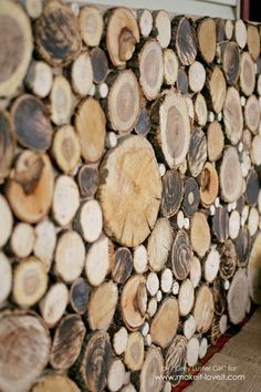 How to Make Your Own Wood Slice Backdrop - Wood Projects Scrap Wood Art, Wood Wall Art, Natural Wood Crafts, Log Decor, Wood Slice Crafts, Wood Log Crafts, Log Wall, Deco Restaurant, Wooden Slices