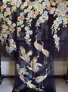 ブラックのオーガンジ:枝垂桜に鶴柄の色打掛