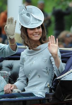 Kate Middleton and her large fascinator and hat collection Kate Middleton Outfits, Looks Kate Middleton, Estilo Kate Middleton, Kate Middleton Pictures, Lady Diana, Princesa Kate Middleton, Estilo Real, Looks Chic, Royal Fashion
