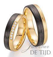 Unieke trouwringen zwart met goud en diamant