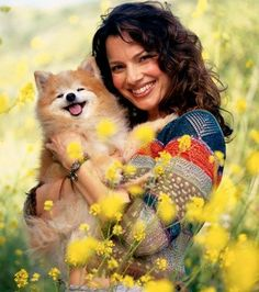Fran Drescher and her Pomeranian! Look at that Pom smile!