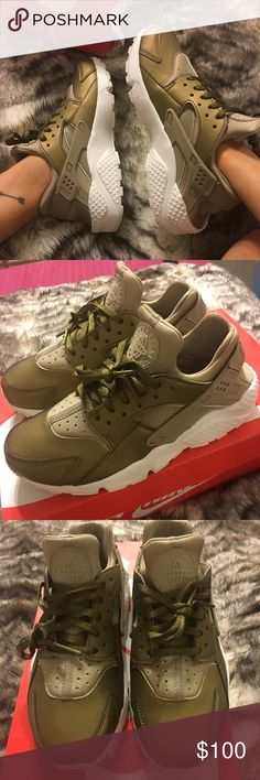 Brand NEW NiKe HUARACHES Never worn, comes with box. Nike Shoes Sneakers