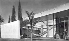 Terraza de las recámaras, Casa de campo en Cuernavaca, Morelos, México. 1956  Arq. Mario Pani - Bedroom terrace, Weekend house in Cuernavaca, Mexico 1956