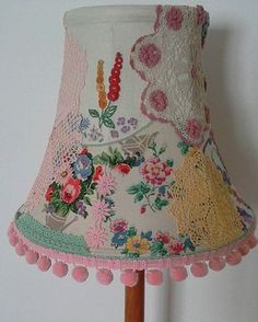 Vintage patchwork lampshade - w/o the doilies. Embroidery Designs, Embroidery Transfers, Vintage Embroidery, Vintage Lace, Vintage Sewing, Hand Embroidery, Embroidery Hoops, Aprons Vintage, Christmas Embroidery