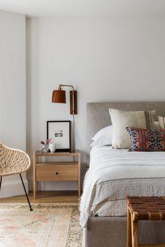 Home Decor Bedroom Interior Inspiration: Layers of Influence.Home Decor Bedroom Interior Inspiration: Layers of Influence Paz Interior, Home Interior Design, Minimalist Interior, Interior Paint, Contemporary Interior, Home Decor Bedroom, Bedroom Signs, Decor Room, Diy Bedroom
