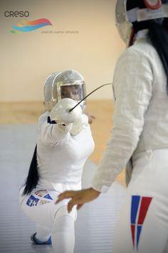 Atletas de Esgrima entrenando, en una sección de fotos.