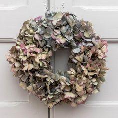 Petite couronne d'hortensias séchés n°1 Decoration, Burlap Wreath, Floral Wreath, Wreaths, Home Decor, Hydrangeas, Home Decoration, Vintage Kids, Objects
