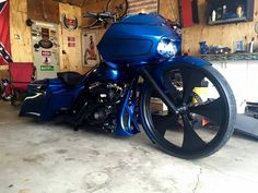 Great Blue bagger w/ black Edge wheel. The Edge wheel is available in a Chrome, Black Double Cut or Polish Finish. Check out more of our products @ www.smtmachining.com #bikes #ride #motorcycle #rims #baggers #choppers #harley #harleydavidson #yamaha #victory