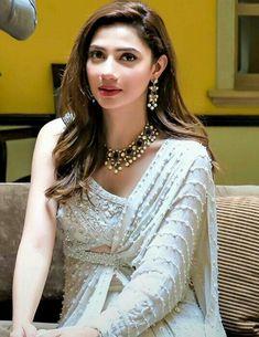 Pinterest: @cutipieanu Pakistani Couture, Pakistani Girl, Pakistani Bridal Dresses, Pakistani Actress, Eid Outfits, Indian Outfits, Bollywood Celebrities, Bollywood Fashion, Mahira Khan Dresses