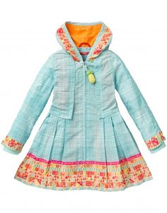 Coat with a polyester outer layer lined with soft cotton. With a hand-painted Oilily print. The pockets are concealed within the pleats towards the bottom of the coat. The pleats create a flared effect. The coat has a crocheted pineapple on the pull tab of the zipper.