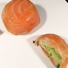 Salmon dome, avocado-surimi mousse super easy to make! Aperitivos Finger Food, Avocado, Salty Foods, Cooking Recipes, Healthy Recipes, Appetisers, I Love Food, Food Inspiration, Food Porn