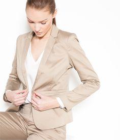 Vente Veste de tailleur femme New beige T36 - Veste Camaieu. Une petite veste femme à assortir selon vos envies : on aime son col tailleur, ses poches...
