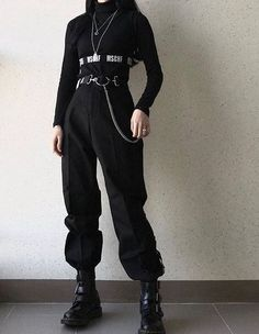 Ways to Wear Chic Grunge Outfits in Spring Grunge Style Outfits, Edgy Outfits, Mode Outfits, Korean Outfits, Grunge Fashion, Gothic Fashion, Fashion Outfits, Fashion Black, Black Outfits