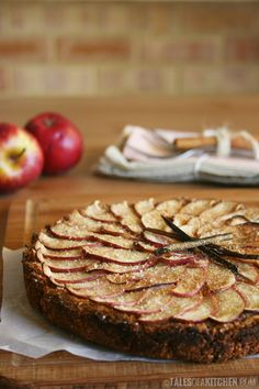 Every home needs a hot baked apple pie/tart! Especially at Easter time, when family is around to share the spoils. :)    Enjoy this healthified apple tart with cinnamon and honey. Get your recipe to-day and make it just in time.