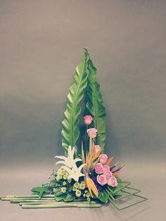 nafas two tone floral art fresh Tropical Flower Arrangements, Modern Floral Arrangements, Church Flower Arrangements, Vase Arrangements, Beautiful Flower Arrangements, Altar Flowers, Home Flowers, Art Floral, Flower Chart