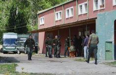 TENSION EN CHUBUT: GENDARMERIA TIENE CERCADA COMUNIDAD MAPUCHE DE CUSHAMEN    Leleque: llegaron más gendarmes y hay tensión Un clima enrarecido se vivía ayer en Leleque El Maitén y la zona por la presencia reforzada de gendarmes en un importante despliegue de la fuerza. Mujeres hombres niñas y niños Mapuches se encuentran desde el día 13 de marzo de 2015 recuperando parte de territorio ancestral en el sector denominando Vuelta del Río en la provincia de Chubut. Hoy se encuentran clandestinos…