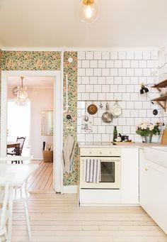 Workshop-lördag - Emmas VintageEmmas Vintage Dream Home Design, My Dream Home, House Design, Dining Room Inspiration, Interior Inspiration, Room Of One's Own, Kitchen Wallpaper, Western Homes, Scandinavian Interior