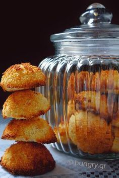 Coconut Macaroons, Coconut Macaroons with Stevia, Coconut Macaroons Recipes Greek Sweets, Greek Desserts, Low Carb Desserts, Greek Recipes, Fun Desserts, Coconut Biscuits, Coconut Flour Cookies, Coconut Macaroons, Macarons