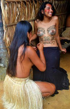 "la-mochila: "" Pinturas no corpo da modelo Stephanie Belém """