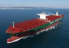 Les Triple-E de Maersk Line et leurs 18.000 EVP (équivalent vingt pieds - taille standard du conteneur) sont dépassés. Le plus grand porte-conteneurs du monde est désormais Chinois, il appartient à la compagnie China Shipping Container Line et vient tout juste d'être baptisé CSCL Globe, à la sortie des chantiers sud-coréens Hynudai Heavy Industries. 19.000 EVP, 400 mètres de long et 50.6 de large, il est le premier d'une série de cinq sisterships commandée en mai 2013. Son premier jumeau, le…