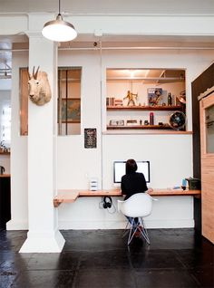 Home Office Inspiration: slideshow of 25 creative home offices. Home Office Space, Office Workspace, Hallway Office, Ikea Office, Loft Office, Office Nook, Office Table, Office Spaces, Office Decor