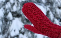 Ravelry: Neidonkyynel pattern by Emma Karvonen Mittens Pattern, Knitted Gloves, Knitting Socks, Knit Socks, Knitting Patterns Free, Free Knitting, Free Pattern, Mittens, Tricot