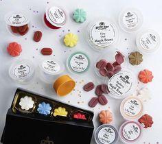 Čo by ste si vybrali, vonné fazuľky, vosky alebo rovno celú bonboniéru? 🌼🌸🌺 #kouzlokoupele #prirodnakozmetika #handmade #crueltyfree #veganfriendly #vonnevosky #sojovesvicky #sviecky #kuzlokupela Fairy Dust, Tatting, Lime, Candy, Limes, Bobbin Lace, Needle Tatting, Sweets, Candy Bars