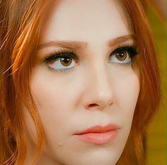 Stunning Women, Beautiful Models, Red Hair Woman, Elcin Sangu, Prettiest Actresses, Burgundy Hair, Turkish Beauty, Red Hair Color, Beautiful Redhead