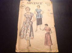 VINTAGE ADVANCE #6111 PATTERN FOR MISSES SIZE 14-16 MED WRAPAROUND DRESS & APRON