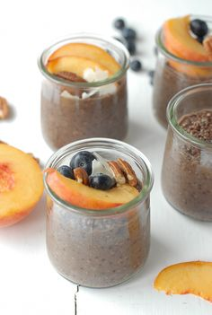 Overnight Quinoa Chia Chocolate Breakfast Pudding with fruit - 1 ½ cup cooked quinoa ¼ c plus 2 tablespoons Chia Seeds 1 ½ cup Silk Chocolate Almond Milk ¾ teaspoons Chinese Five Spice Overnight Quinoa, Brunch Recipes, Breakfast Recipes, Clean Recipes, Cooking Recipes, Chia Recipe, Breakfast Desayunos, Mets, Healthy Snacks