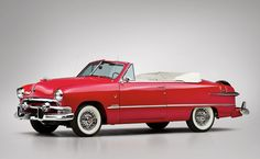 1951 Ford Custom Deluxe Convertible - such a cute car. #vintage #1950s #cars