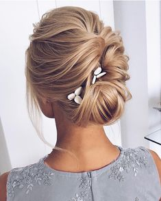 Finding just the right wedding hair for your wedding day is no small task but we're about to make things a little bit easier.From soft and romantic, to classic with modern twist these romantic wedding hairstyles with gorgeous details will inspire you,messy updo wedding hairstyle, #weddinghairstyles #weddingdayhair