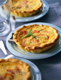 Ínycsiklandó sós pite sonkával és sajttal | femina.hu
