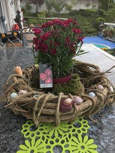 Feito por mim o material peguei aqui na floresta n Suíça as flores comprei.