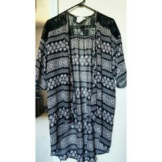 Kimono Used twice 10/10 condition Stop jst above the knee (im 5'3) Other