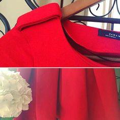 Pongamos un poco de color a estos días ... el rojo de este vestido aporta fuerza y vitalidad a cualquier momento... lo puedes ver aquí http://mistesorosentuarmar.wixsite.com/mistesoros/product-page/e76b3d58-0e32-7476-1d8e-51067522030b  Link in bio👆🏻 Contacta para reservas/compras/o si lo prefieres, para vender tus prendas... ✍🏻️ en nuestro Facebook, Instagram o por correo en: mistesorosentuarmario@gmail.com  #mistesorosentuarmario #showroom #ventadesegundamano #renuevatucloset…