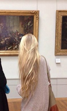 Musée de Louvre (at Musée du Louvre) Simply LOVE the hair in this picture! OH the art is amazing too. Hair Inspo, Hair Inspiration, Dream Hair, Pretty Hairstyles, Hair Looks, Hair And Nails, Hair Care, Hair Makeup, Hair Beauty