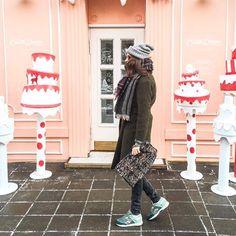 Три свитера, шерстяные колготки, теплая шапка и любимые @reebok_russia #Ventilator - на улице до такой степени холодно, что приходится одеваться капустой ❄️❄️ | So coooold  | #лучшийгородзимы