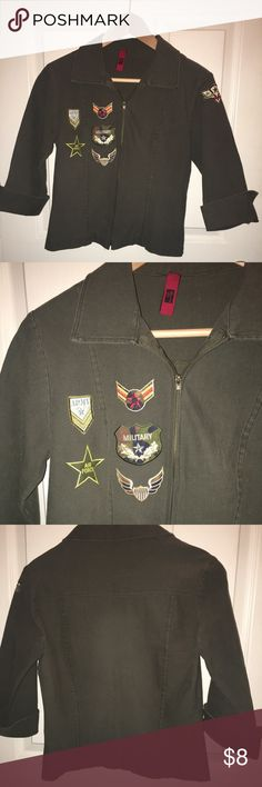 EUC olive green jacket sz M EUC olive/army green jacket sz M, patches on right chest and left shoulder. Zip front, 3/4 sleeves that have a split in it that fold up. I am not sure of the brand(see pic). Jackets & Coats